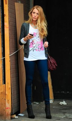 Blake Lively Doesn't Miss A Beat Pairing Her Dressed Down Skinny Jeans And T-Shirt With Sky High Ankle Boots And A Chanel Bag Out In New York, October 2010