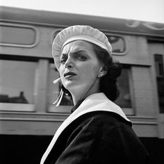 Vivian Maier - September 1956, New York, NY, (woman) / Silver Gelatin Print - 12 x 12 (on 16x20 paper)