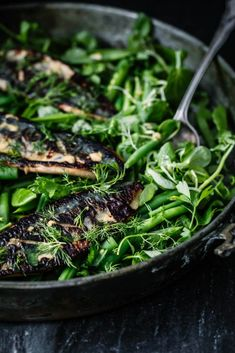 This Crispy Devilled Mackerel Salad is rich in and the perfect anti-inflammatory dish for summer. Mackerel Salad, Mackerel Fish, Chicken Chickpea, Fish Sandwich, Avocado Hummus, Kale And Spinach, Modern Food, Seafood Salad, Rich In Protein