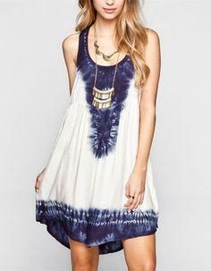 Este vestido es muy simple. Es mas bonito que los pantalones cortos.