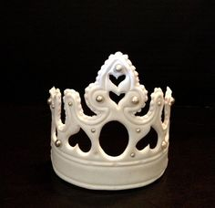 Hey, I found this really awesome Etsy listing at https://www.etsy.com/listing/162993740/large-fondant-crown-tiara-cake