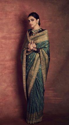 how to a Wear Saree like the beautiful deepika padukone to Indian Wedding Outfits, Bridal Outfits, Indian Outfits, Indian Dresses, Wedding Dresses, Outfit Essentials, Style Deepika Padukone, Deepika Padukone Lehenga, Sari Dress