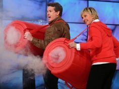 Giant Smoke Rings - Cool Science Experiment with Ellen DeGeneres Science Guy, Cool Science Experiments, Weird Science, Science Fair Projects, Science For Kids, Science Week, Science Classroom, Teaching Science, Science Activities