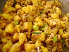 The Waitakere Redneck's Kitchen: Curry Puffs Indian Food Recipes, Asian Recipes, Ethnic Recipes, Malaysian Food, Malaysian Recipes, Casava Cake Recipe, Curry Puff Recipe, Lumpia Recipe, Appetizers For Party