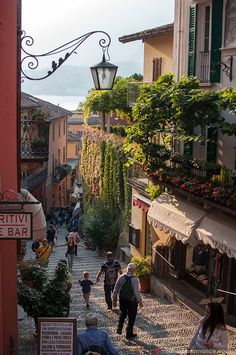 Lake Como, Italy - the place of romance and dreams – Mr and Mrs RomanceMr and Mrs Romance City Aesthetic, Travel Aesthetic, Aesthetic Vintage, Aesthetic Fashion, Style Fashion, Places To Travel, Places To Visit, Italy Summer, Living In Italy