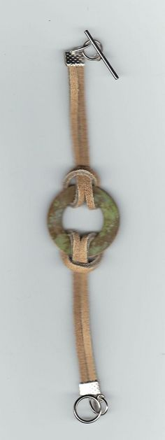 Skinnreim med en ring laget i stein. Faksimile fra cost21.comArmbånd, DIY, skinn, sølv, bracelet