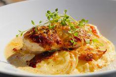 Tycker ni om krämig potatisgratäng, kyckling och parmesan? Ja, då ska ni laga detta enkla och smarriga vardagsrecept! Toppa med timjan. Parmesan, Yummy Food, Tasty, Swedish Recipes, Chili, Potato, Nom Nom, Food And Drink, Snacks