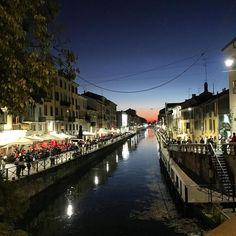 Coucher de soleil sur Milan 🇮🇹#italia #milano #lombardia #navigli #sunset #october #beautiful #restaurant #instagood #onlyiphone #vivaitalia