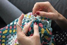 CROCHETED GRANNYSQUARE BLANKET crochet, crocheting, crocheted blanket, grannysquare, grannymania, craftastherapy, myhandsmaking, horgolás, horgolt, oviktoria, madebyoviktoria, grannysquare blanket