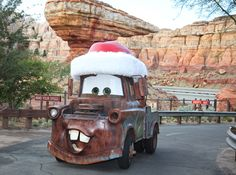 Cars Land Gets Gussied Up for the Holidays at Disney California Adventure Park - Trend Parks Disney 2020 Disneyland 2017, Disneyland Christmas, Disneyland California, Disneyland Resort, Disney Cars, Disney Movies, Walt Disney, Disney Stuff, Disney Magic