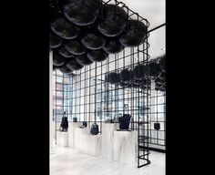 Ceiling Balloons to define space Retail Store Design, Retail Shop, Window Display Retail, Retail Displays, Shop Displays, Window Displays, Module Design, Clothing Store Design, Visual Merchandising Displays