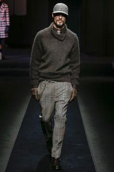 The complete Daks Fall 2018 Menswear fashion show now on Vogue Runway.