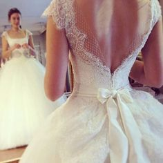 Gown by Banuguven ❤️ @fashion_and_weddinginspiration @fashion_and_weddinginspiration