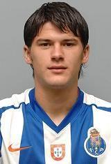 Cristian Sapunaru nasceu no dia 5 de Abril de 1984 em Bucareste, Roménia. Começou a sua aventura de futebolista nos escalões de formação do F.C. Progresul Bucuresti no ano de 1990, para na temporada de 2002/03 ter a sua estreia como sénior no plantel principal do clube romeno. Em 2003/04 representou o F.C. Callatis Mangalia mas na temporada seguinte regressou ao seu anterior clube onde jogou durante mais duas épocas. Em 2006/07 transferiu-se para o F.C. Rapid Bucuresti. Foi durante as duas…