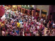 Flashmob VIDA Ricky Martin The Day Of LIFE - YouTube