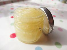 Trends With Benefits: DIY: Honey and Vanilla Lip Scrub