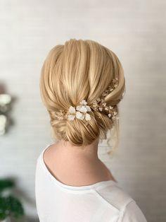 Blonde Bridal Hair, Bridal Hair And Makeup, Bride Makeup, Blonde Hair, Hair Makeup, Pastel Wedding Theme, Wedding Themes, Wedding Ideas, Bridal Hairstyle