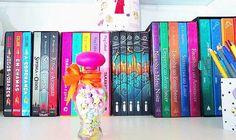Books #book #books #livro #livros #libro #libros #lovebooks #amolivros #amoler #morebooks #bookshelf #estante #estantedelivros #inspiração #decoração #inspiration #decoration #bookholic #bookaholic #Sweet #Cute #love #cat #heart #perfect
