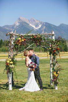 Rustic mountain wedding: http://www.stylemepretty.com/montana-weddings/ronan/2014/10/03/rustic-montana-ranch-wedding/ | Photography: Kristine Paulsen - http://kristinepaulsenphotography.com/