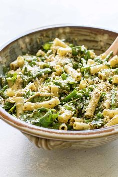 Pesto Pasta Salad with asparagus, peas, spinach and chicken is great as a side dish or as a light main dish. Vegetarian Pasta Salad, Pesto Pasta Salad, Summer Pasta Salad, Easy Pasta Salad, Asparagus Salad, Pasta Salad Recipes, Pesto Tortellini, Cold Pasta, Gourmet