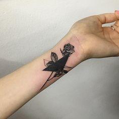 geometry + rose cover-up #tattoo #tattoos #ink #rosetattoo #flowertattoo #geometrytattoo #coverup #hongdam #tattooisthongdam #장미타투 #꽃타투 #기하학타투 #커버업 #타투 #홍담 #타투이스트홍담