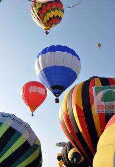 ¿Por qué los globos que despegan juntos no aterrizan juntos? El viento es el mismo… Continúa en: http://www.siempreenlasnubes.com/Blog/wordpress/?p=219