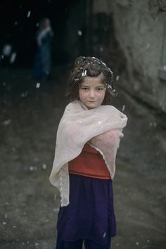 Steve McCurry (Weathering the Elements - Young Girl in Snow, Kabul, Afghanistan) Dinah Manoff, Precious Children, Beautiful Children, Beautiful People, Perfect People, Elizabeth Mcgovern, Steve Mccurry, Donald Sutherland, Mary Tyler Moore