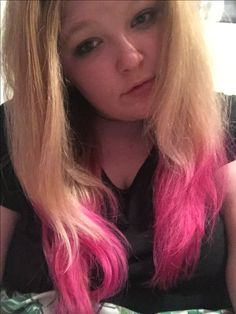 Dip dye hair pink really easy took me about one hour the whole process I have no make up on but hey ho could be worse :) please share pin ect