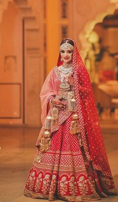 Fulfill a Wedding Tradition with Estate Bridal Jewelry Latest Bridal Dresses, Indian Bridal Outfits, Indian Bridal Fashion, Indian Bridal Wear, Indian Dresses, Indian Wedding Lehenga, Indian Wedding Bride, Bridal Lehenga Choli, Gujarati Wedding