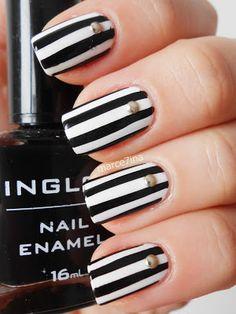 Graphic black + white pinstripe #nails