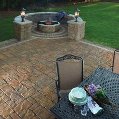This Cambridge fire pit is perfect for roasting s'mores. Outdoor living Cambridge Pavingstones style.