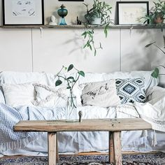 #livingroom #decor #decorationideas #cozy #boho #rustic #scandi #nordic Waiting For Tomorrow, Entryway Bench, Living Room Decor, Chill, Cozy, Throw Pillows, Rustic, Bed, House