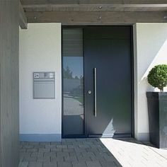 Modern Interior Doors Ideas Choosing Modern Interior Doors for Your Home Modern Interior Doors Ideas. Interior doors are as important as exterior doors. Within a home or a building, interior doors are used to separate Read Modern Entrance Door, Modern Front Door, Front Door Entrance, Door Entryway, Front Door Design, House Entrance, House Doors, Facade House, House Exteriors