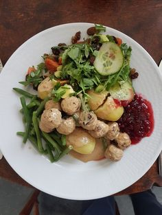 "Soy ""meatballs"" with potatoes, lingonberry jam, harricot vertes and salad"