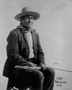 War Chief Geronimo Be-don-ko-he Apache. Native American Pictures, Native American Beauty, Native American History, American Indians, Geronimo, Native Indian, Native Art, Le Far West, First Nations