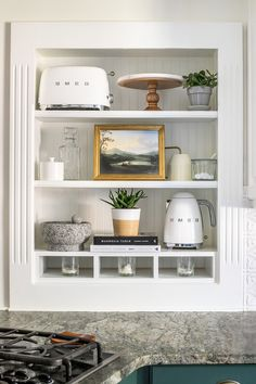 How to Decorate Shelves | 8 tips for decorating shelves to make them look perfectly styled and balanced every single time to make a statement in any room. #shelves #decorating