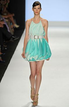 Leanne Marshall at New York Fashion Week Spring 2009 - Runway Photos B Fashion, Fashion Books, Couture Fashion, Runway Fashion, Fashion Dresses, Fashion Clothes, Fashion Trends, Pretty Outfits, Pretty Dresses