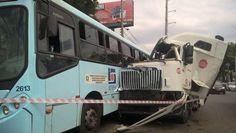 RS Notícias: Motorista tem mal súbito e carreta colide em ônibu...