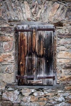 Fotos desde el corazón | Mis fotos y lo que hay detrás de ellas Best Windows, Old Windows, Windows And Doors, Antique Doors, Old Doors, Morrocan Doors, Italian Doors, Knobs And Knockers, Urban Landscape