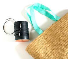 DIY Raffia Embroidered Tote   click through for the full tutorial! Vintage Baskets, Crochet Tote, Embroidered Bag, Beautiful Handbags, Tote Bag, Retro, Handmade, Diy, Ibiza