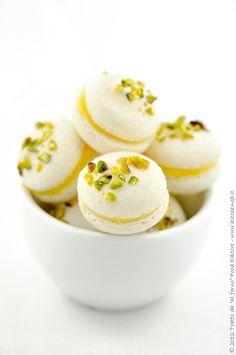 Macarons con crema di limone pistacchi e zenzero