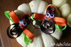 DIY turkey hair clips! https://www.retailpackaging.com/categories/74-everyday-specialty-ribbon/products/3096-splendorette-rib-bow #crafts #thanksgiving