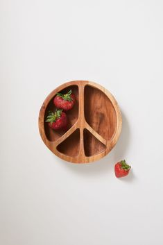 Bring benevolent vibes to snack time with this acacia wood bowl, shaped like a peace sign with separated compartments for your selection of dips, fruits and more. not suitable for use in the dishwasher, microwave or oven. Modern Dinnerware, Dinnerware Sets, Glass Storage Jars, Jar Storage, Kitchen Storage, Quirky Kitchen, Hippie Kitchen, Whimsical Kitchen, Kitchen Ideas