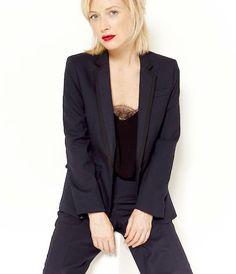 veste tailleur cintr e deux boutons rouge doubl e de satin bleu marine working girl. Black Bedroom Furniture Sets. Home Design Ideas