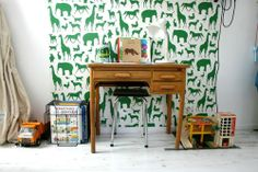 Green animal wallpaper for workspace