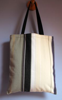 sac cabas , tote bag , tissu rayures gris , noir , beige , jaune et violet : Sacs à main par la-malle-en-osier