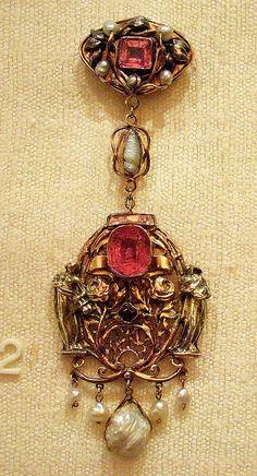Pendant brooch