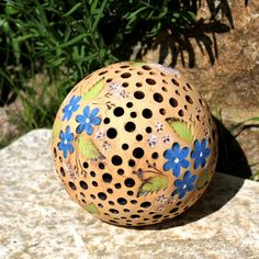 Gourds Birdhouse, Front Yard Design, Gourd Lamp, Cement Crafts, Pottery Classes, Globes, Bird Houses, Christmas Bulbs, Projects To Try
