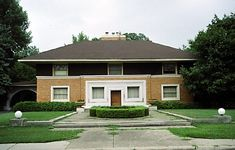 winslow house - symmetrical with horizontal emphasis low hip roof with broad overhand, band of ornaments around openings in the fashion of luois sullican - arts amd crafts aesthetic