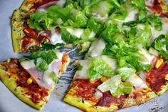 If you like healthy, delicious and juicy pizza crust, you are in a right spot. Healthy zucchini pizza crust will definitely not let your taste buds idle. Whole Foods, Whole Food Recipes, Diet Recipes, Healthy Recipes, Healthy Zucchini, Healthy Pizza, Healthy Eating, High Protein Low Carb, Low Carb Diet